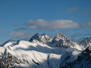 Wellness Frühling - Ski fahren in den Alpen